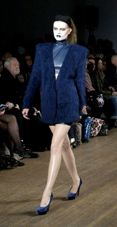 Fall-Winter-Blue-Lipstick-Runway