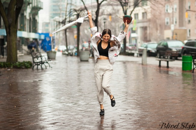 Models-Jumping-Bloggers-Blogger-Funny-Streetstyle-New-York-City