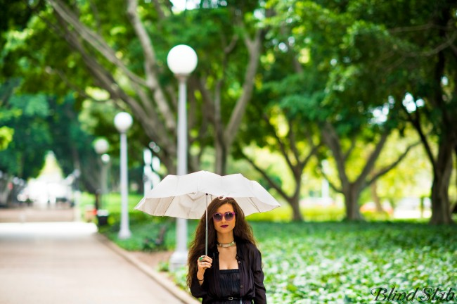 Girl-Umbrella-Streetstyle-Goth-Black-Dress-Long-Hair