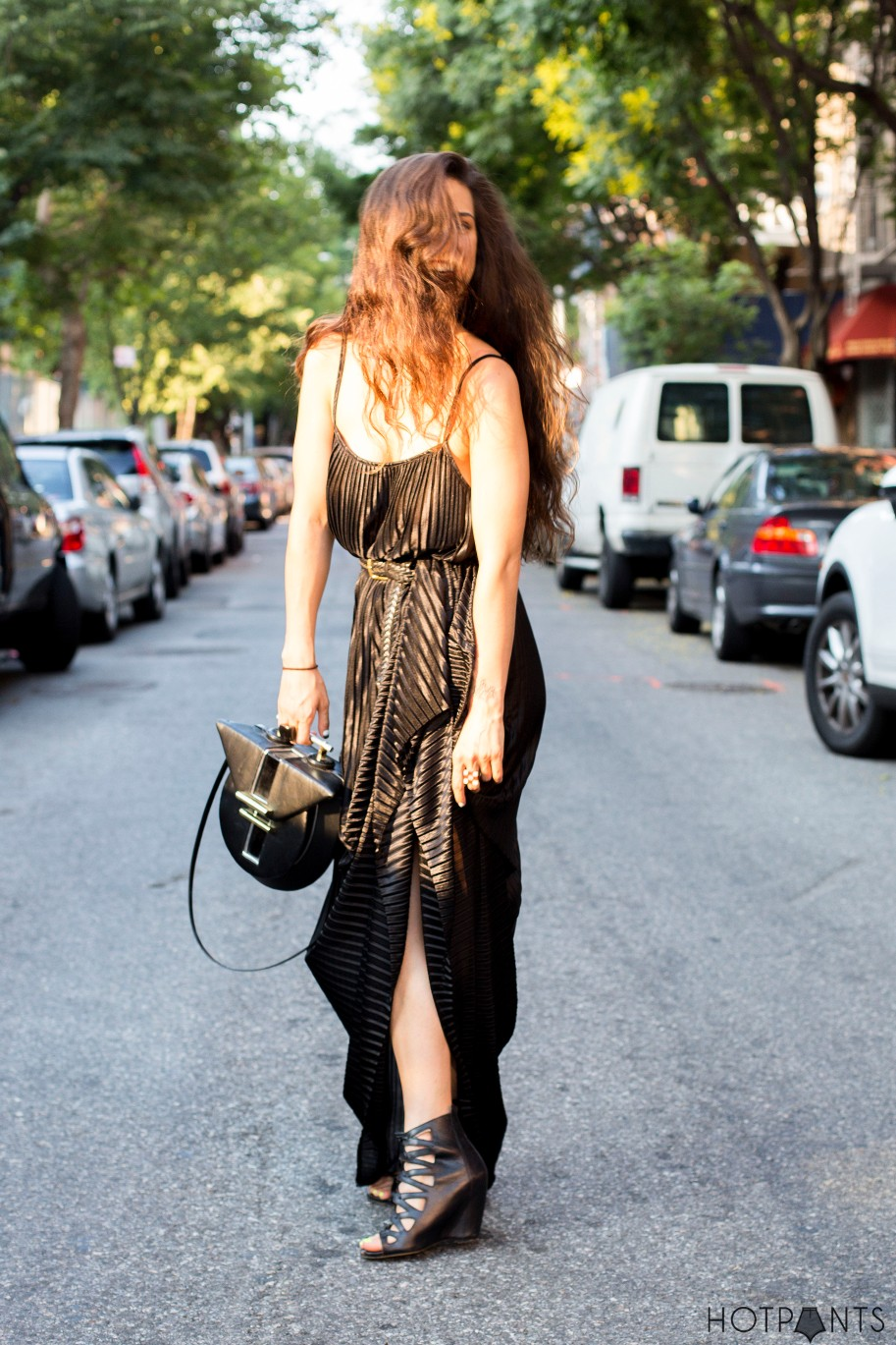 Do The Hotpants Dana Suchow Black Maxi Dress Blogger Streetstyle Long Hair 17